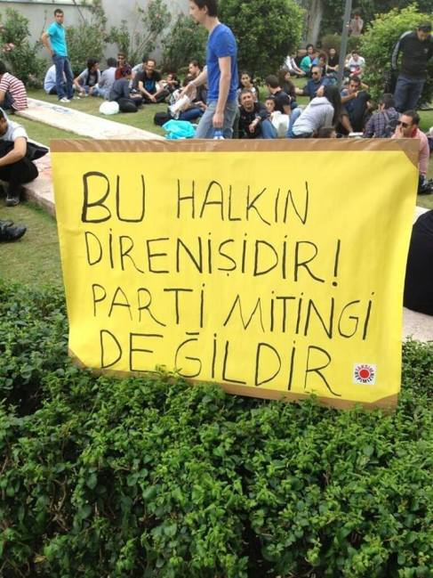 Esto es la protesta del publo no el mítin de un partido -- Los manifestantes quieren evitar que ningún partido se haga el abanderado de las protestas