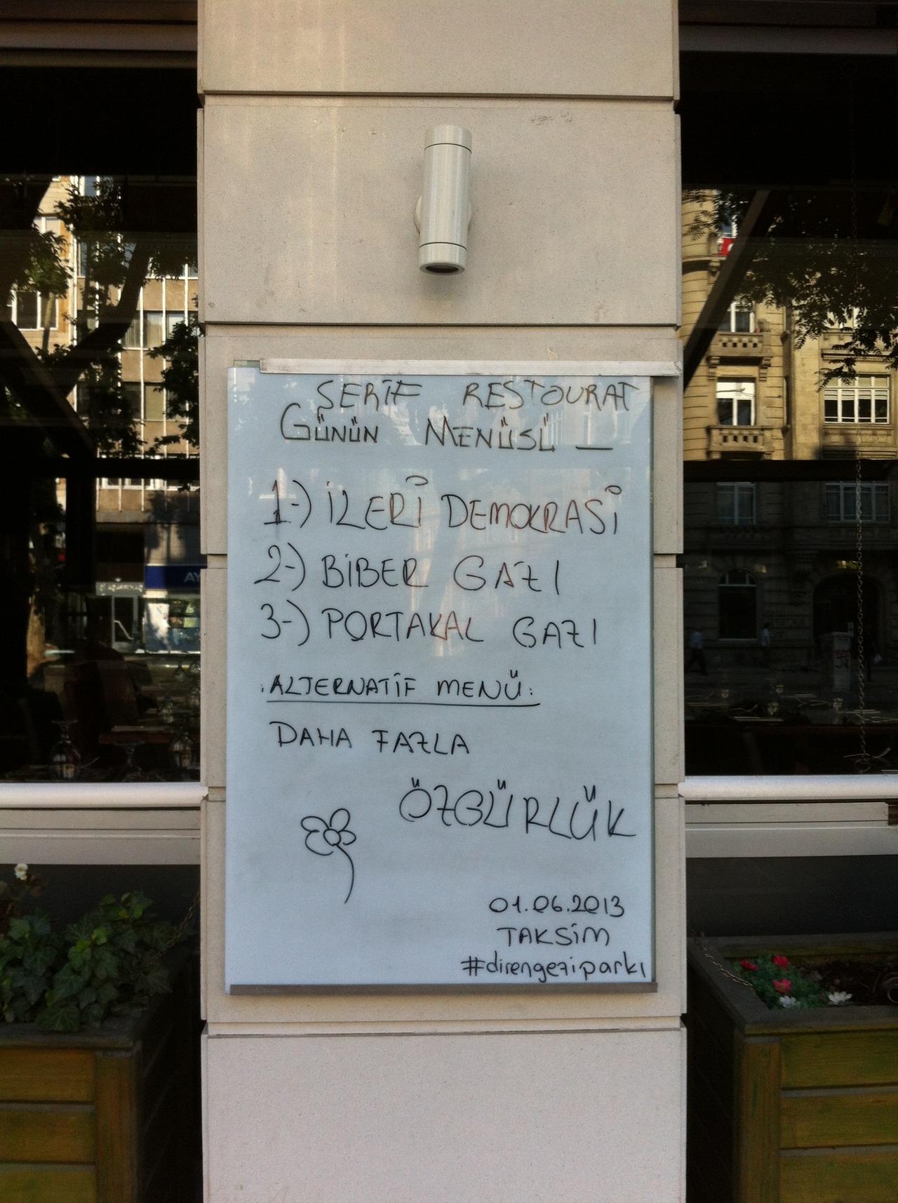 Menú del día 1) Democracia avanzada 2) Gas pimienta 3) Gas naranja Menú alternativo: Mucha más libertad