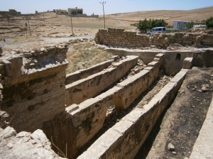 """FOTO PROPIA: Un sector del acueducto de Dara, a 30 kms de la ciudad de Mardin, escenario de la mayoría de las matanzas de las """"caravanas de la muerte"""", que salían desde Mardin o atravesaban la ciudad."""